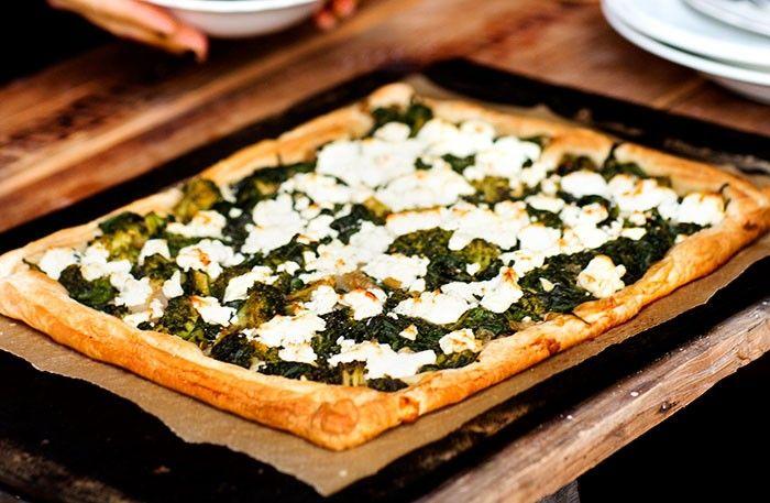 Frasig fetaostpaj med spenat och broccoli – lättlagad vegorätt