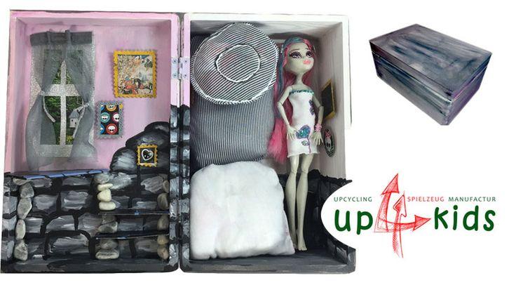 Puppenstuben - 18tlg Puppenhaus tragbar Massivholz Barbie Ikea - ein Designerstück von up4kids bei DaWanda