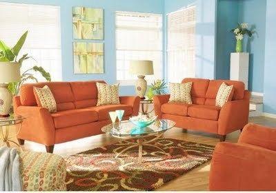 Dale vida a tu sala combinando naranja y celeste