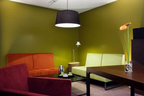 Salle de réunion chez Mediaedge à Paris http://www.lesechos.fr/entreprises-secteurs/service-distribution/diaporama/DIAP210613971_0E96F8-des-bureaux-connectes-au-monde-d-aujourd-hui-578362.php?id_rub=0&id_sous_rub=0&auto=0&id_photo=36091