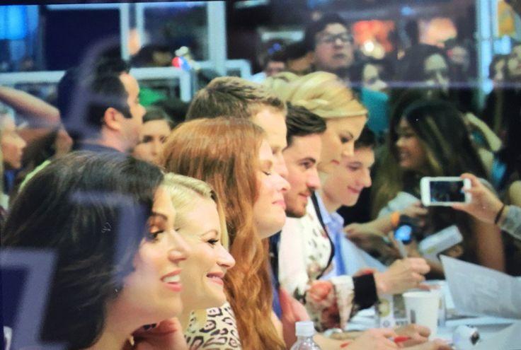 Once Cast at the #OUaT autograph session! #sdcc2016