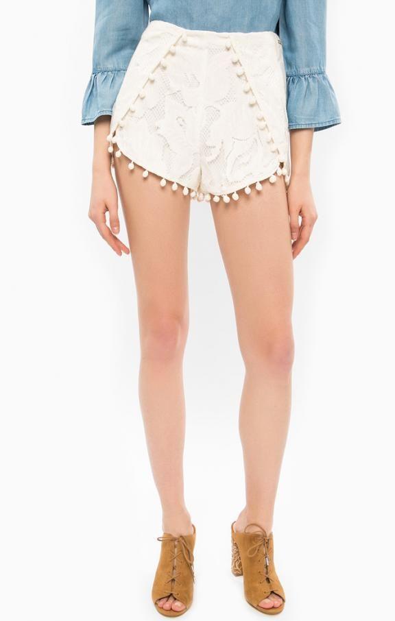 Кружевные шорты молочного цвета W72D80-W8EE0-A021 шорты застегиваются сзади на молнию и крючок, длина для размера 26 (42) - 30 см, купить в интернет-магазине. Цена: 6417