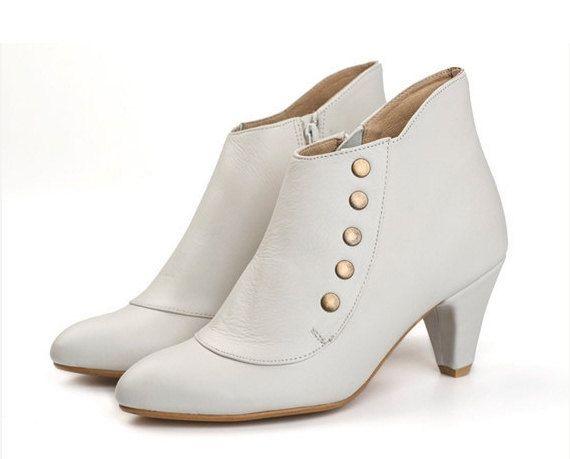 Bruiloft schoenen / witte handgemaakte lederen Amy laarzen met hakken en hengsten / Pre bestellen voor uw speciale dag