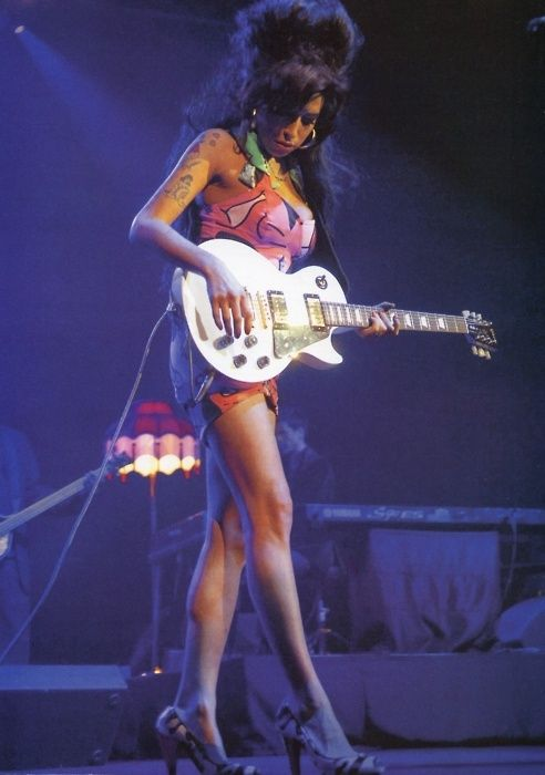 The late, great Amy Winehouse on stage~ ♛
