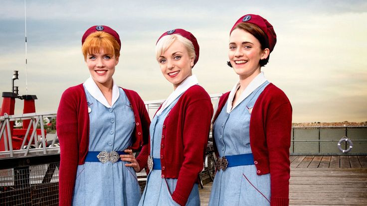 Uudet haasteet, uudet työasut. Patsy (Emerald Fennell), Trixie (Helen George) ja Barbara (Charlotte Ritchie).