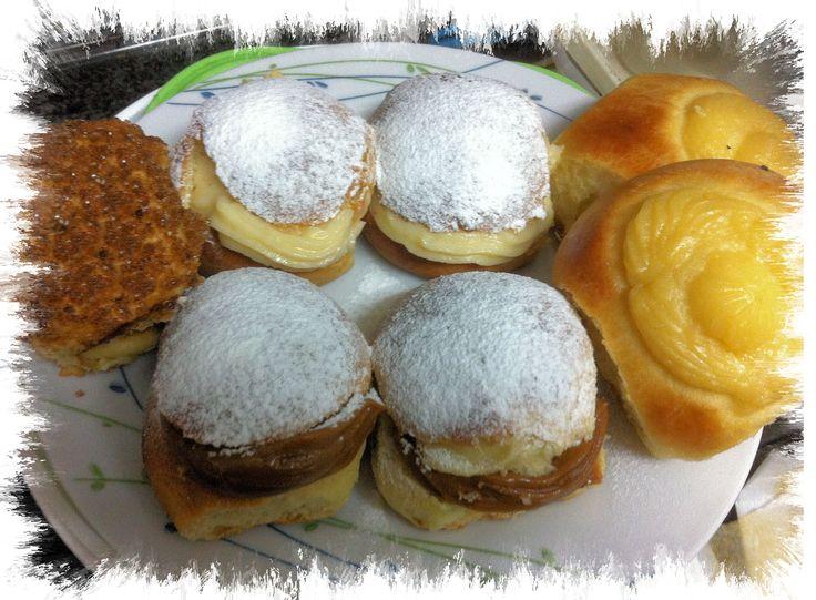 Pan de leche, tortitas negras y bollitos rellenos de dulce de leche y pastelera