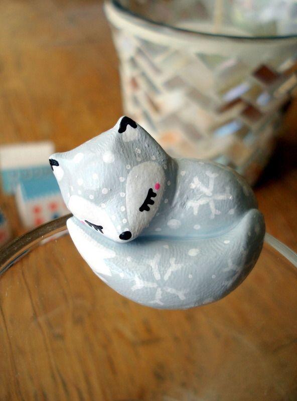 """Attache-thé """"Mon Renardeau gris"""" oMamaWolf figurine en porcelaine froide…"""