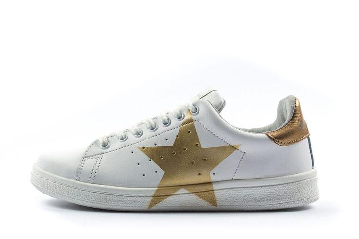 Sneakers donna basse stella oro immagini