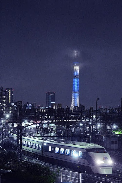 Tokyo Sky Tree and Express Train Spacia, Japan © Seiya Nakai 東京スカイツリーと東武特急スペーシア