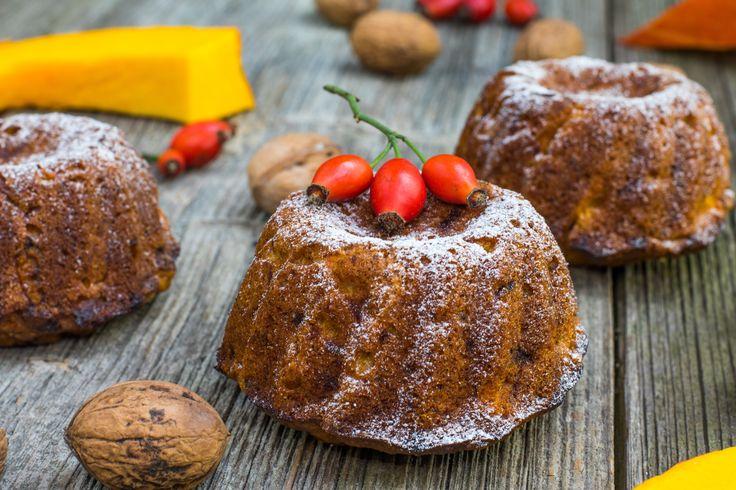 Recept: Koolhydraatarme wortelpeterselie cake - Deze koolhydraatarme wortelpeterselie cake is heerlijk! Wortelpeterselieis een variantvan depeterselie, die hoofdzakelijk voor zijn lange, wittepenwortel gekweekt wordt. De smaak van wortelpeterselie zit een beetje tussen knolselderie en pastinaak in. Wortelpeterselie is een vergeten groenten en dat is erg spijtig! Het smaakt niet alleen lekker, het is ook nog eens gezond! Wortelpeterselie is bovendien ook […]
