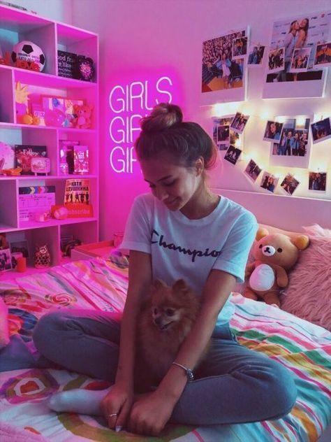 Lumière rose &  idées de collage de photos pour décorer votre chambre  MLou F   PIN for HER