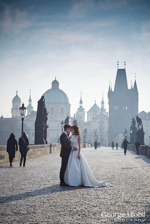 Charles Bridge in Prague, a magic place for pre-wedding photo shoot