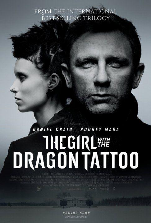[The Girl with the Dragon Tattoo /ドラゴン・タトゥーの女] スエーデン-ストックホルムの孤島で起きた少女失踪事件を解明する映画。 変拍子の様なカット割りが斬新であり、登場人物のキャラクター説明も途中でぶった切る様なジャンプカット「ん?」と思うものめり込まされラストシーンの叙情へと導かれる。変拍子を好むレッド・ツェッペリンの「移民の歌」のカバーがオープニングなのもその辺にあるのだろう。007程タフくないダニエル・クレイグもカッコイイが、タトゥーの女リスベット役を演じるルーニー・マーラが体を張って実に魅力的なキャラクターを演じている。謎に包まれた生い立ち、トランスジェンダー的でセクシーでもあり、攻撃的で個性的な外見、これだけでもこの映画を見る価値がある。 ちなみにR15作品、過激なシーンもあるから要注意。