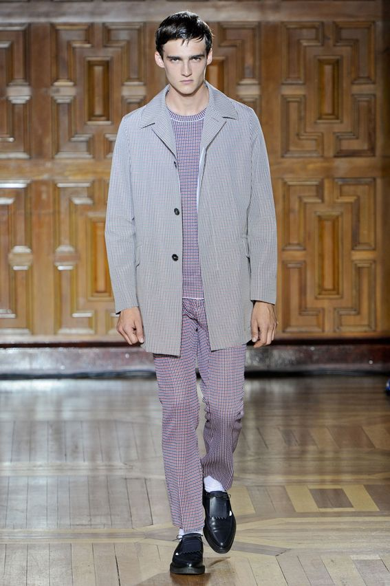 London FW S/S 2015 - Pringle of Scotland See all fashion show at: http://www.bookmoda.com/?p=11047 #summer #SS #catwalk #fashionshow #menswear #man #fashion #style #look #collection #london #fashionweek #pringleofscotland