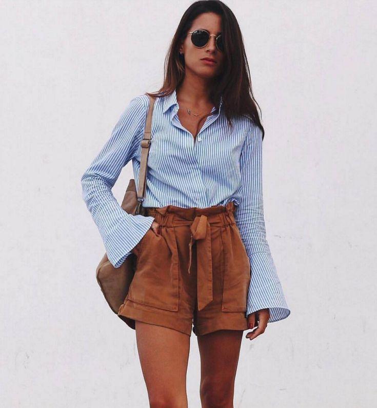 <p>María Valdés, que tiene 241.000 seguidores en Instagram, es muy fan de los estampados de rayas. Ella combinó su camisa con unos 'shorts' para crear su look 10. (Foto: Instagram / @marvaldel). </p>