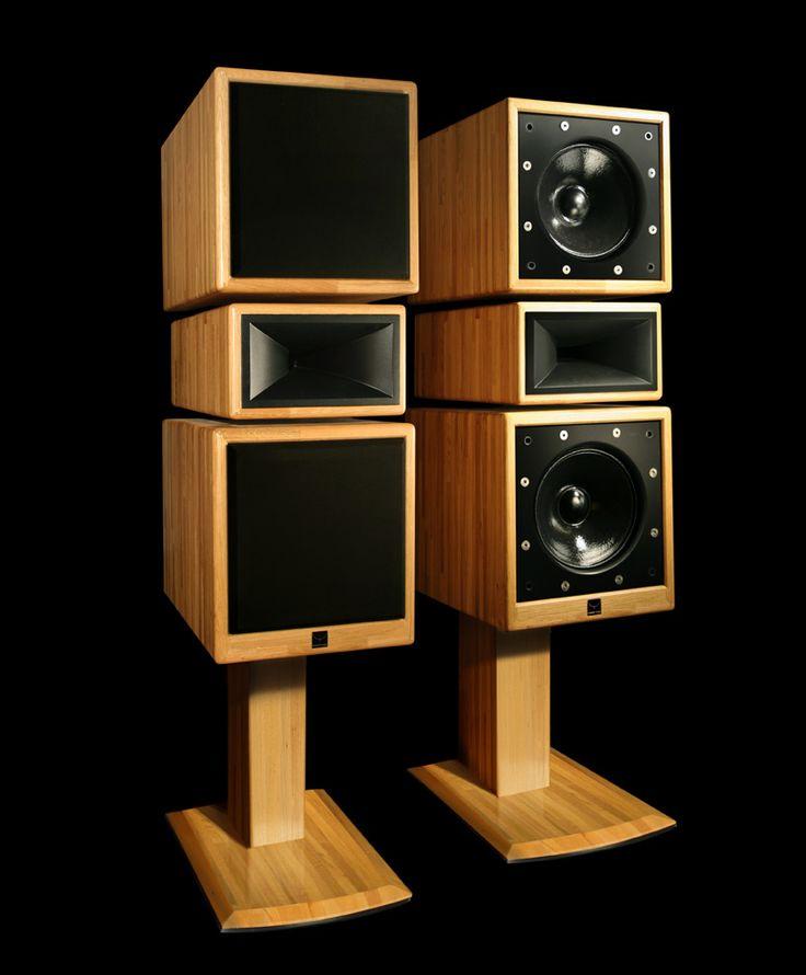 Studio30-Klinger-Favre Dimensions: L 42 x P 60 x H 112cm hors pied/ H 168cm sur pied Puissance admissible 500W Rendement 100dB/2,8v/1m Impédance 4 Ohms
