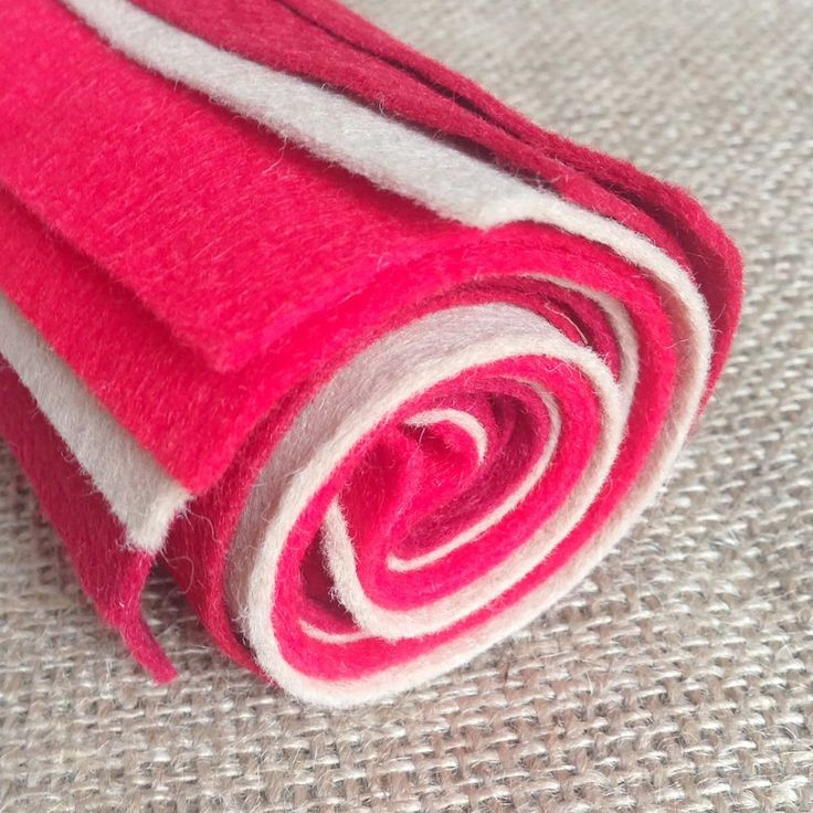 """3 carefully chosen reds and one natural shade making a perfect festive bundle! Felt content is 70% Viscose 30% Wool. 9""""x9"""" Sheets. The Winter Berry bundle contains: 2 x Crimson 2 x Cherry 2 x Red 2 x Fawn"""