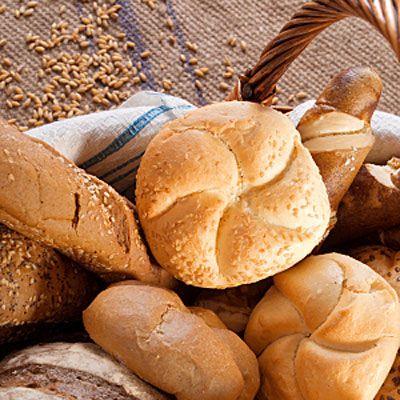 Stokbrood of harde broodjes van een dag oud. Maak ze weer vers door ze even net onder de kraan door te halen, niet druipend nat maken en plaats ze vijf a tien minuten in de zeer hete oven