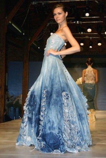 OMG... I LOVE, LOVE, LOVE this dress  Blue wedding dress