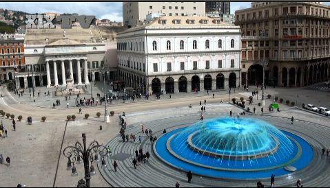 Giornata mondiale per la Consapevolezza dell'autismo. E in piazza De Ferrari, a #Genova, la fontana si colora di blu.