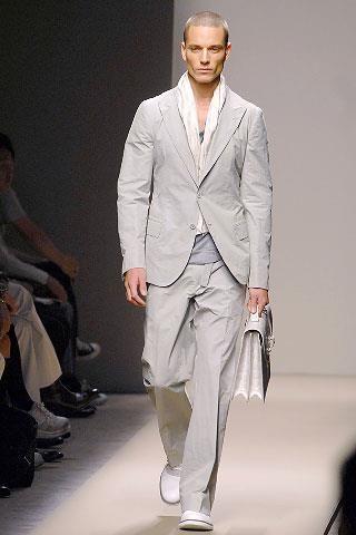 Распродажа летних мужских костюмов