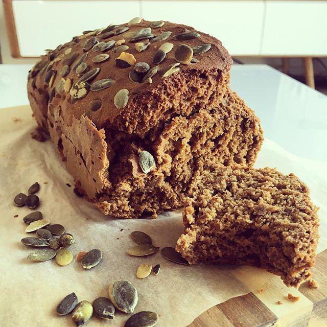 Deze perfect gelukt beauty rolt hier net uit de oven: Rogge ontbijtkoek zonder geraffineerde suikers  het recept komt binnenkort live!