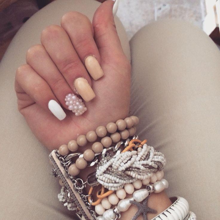#nail #nails #white #beige #whiteandbeige #pearl