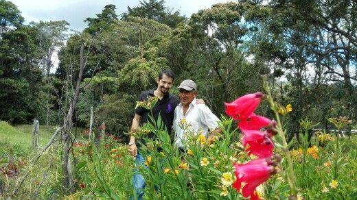 Don Oscar Atehortua, nuestro vecino y pionero silletero con 54 años desfilando por las calles de Medellín, orgulloso selenita campesino.  Que berraquera poder hablar con estos tesoros vivientes!