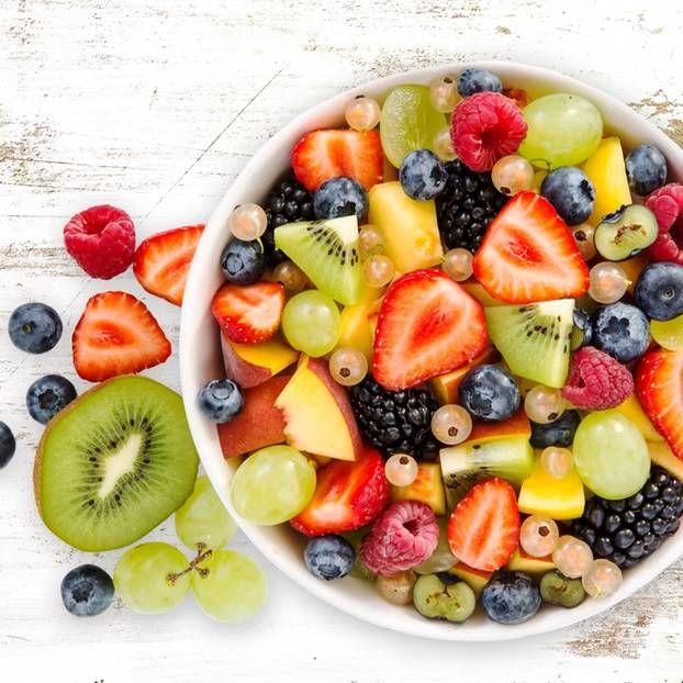 Du greifst automatisch zu Ibuprofen und Co., wenn deine Periode kommt? Dann solltest du mal diese Frucht ausprobieren, die Regelschmerzen lindern kann.
