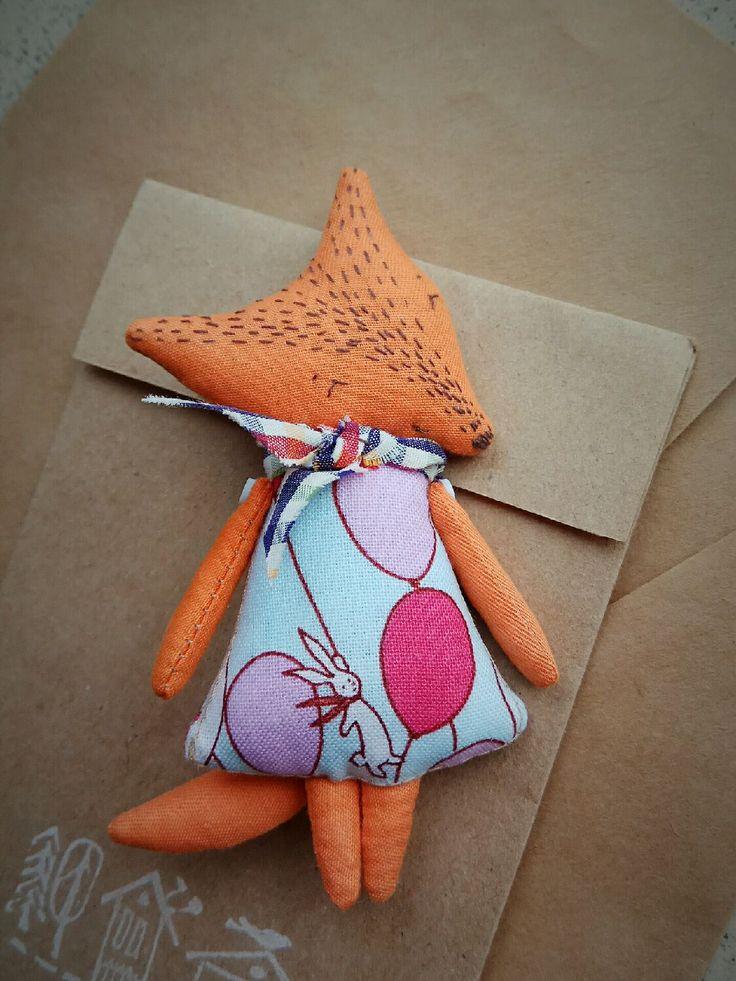 Fox Toy | Купить Текстильная брошь Лисичка с зайкой) - лиса, лисичка, лисенок, рыжий, оранжевый, оранжевое настроение