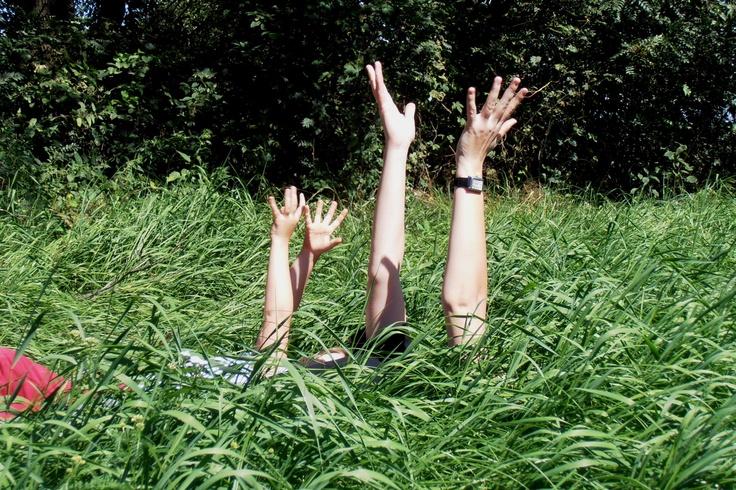 """""""Topielcy zieleni"""" w  nawiązaniu do wiersza Leśmiana:  """"Wówczas demon zieleni wszechleśnym powiewem  Ogarnął go, gdy w drodze przystanął pod drzewem [...]  I kusił coraz głębiej - w tę zieleń, w tę zieleń!""""  Fot. Agnieszka Mucha"""