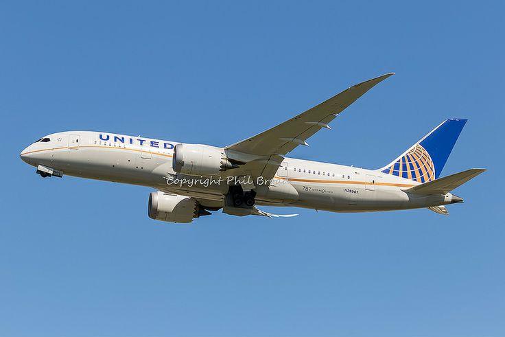 United Airlines Boeing 787-800 N29907