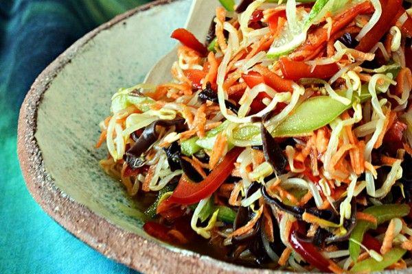 Sałatka z kiełków z grzybami munWrząca Kuchnia – Najlepsze przepisy kulinarne