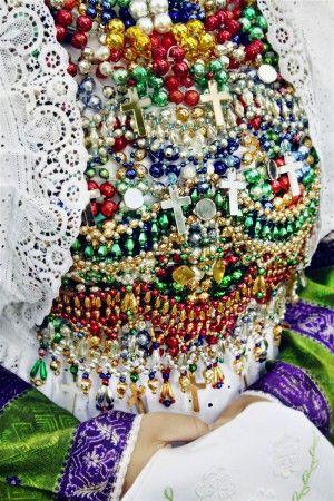 """aus dem wundervollen Buch aus dem Gestalten Verlag """"Trachten"""" von Gregor Hohenberg  - die Tracht ist mit einer Spitzenbordüre der Modespitze Plauen gearbeitet. Die Glasperlen stammen aus Lauscha"""