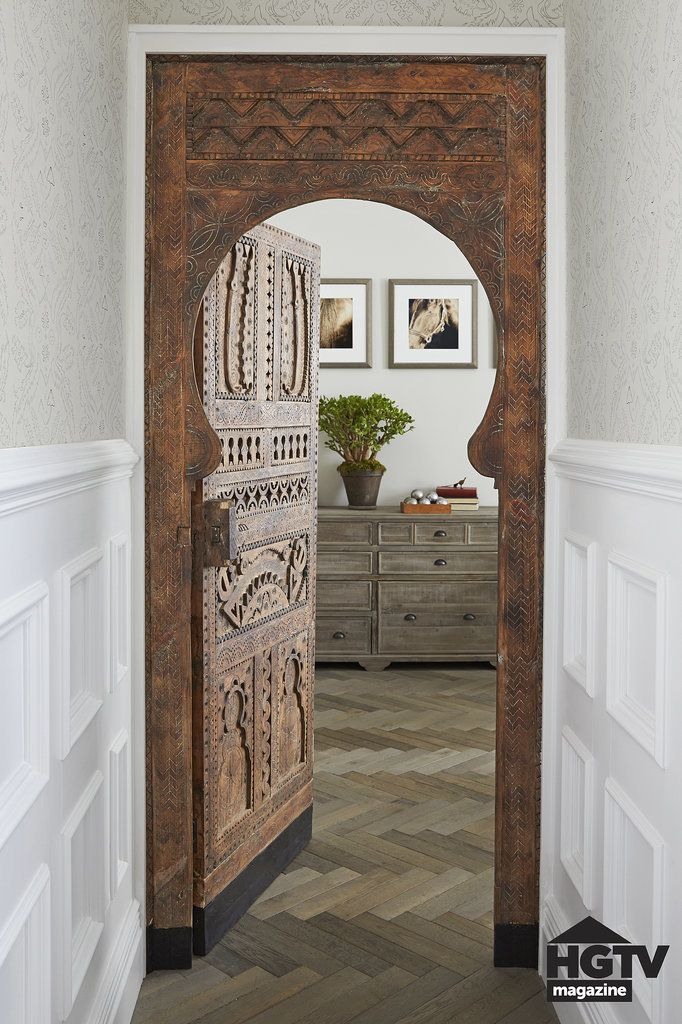 Genevieve Gorder installed a keyhole-shaped door she brought back from a fishing village in Southern Morocco — talk about a statement piece!