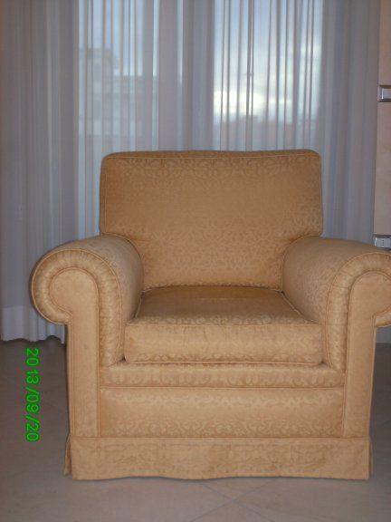 Occasione Vendo Poltrona colore giallo oro operata su tinta (coordinata a divano biposto e ad un'altra poltrona)