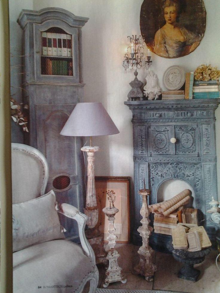 gyönyörűen felújított antik bútorok