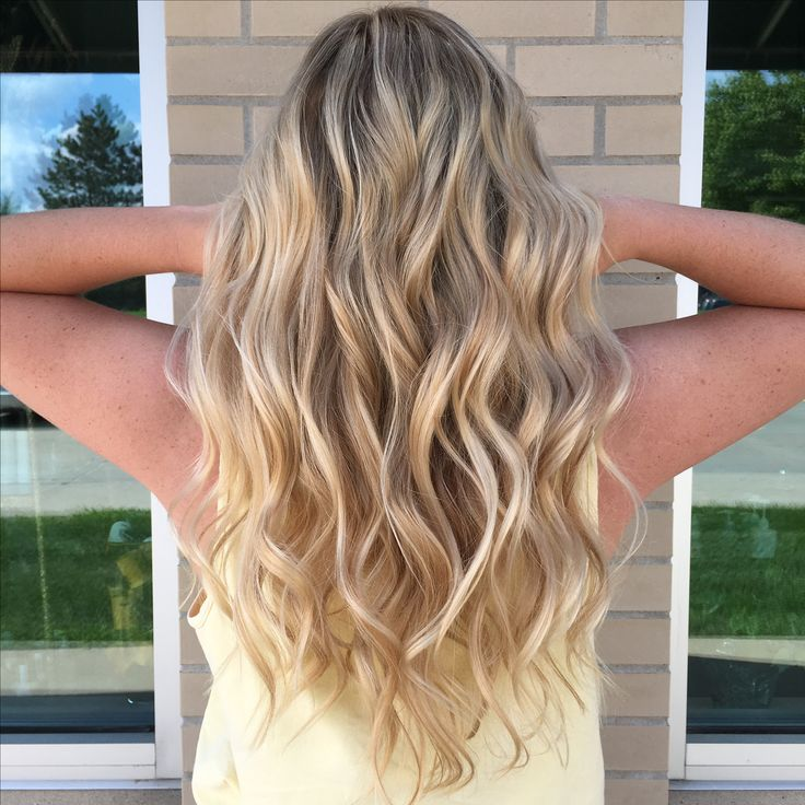 @15jbezzy @oligopro Blacklight Balayage clay lightener and extra blonde lightener with 40 volume and toned with PM SHINES 9V and 9NB