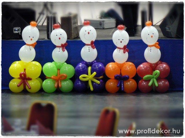 Az egyik legnépszerűbb karácsonyi dekorunk a vidám Hópofi.  Színes ajándékcsomagokon pedig még látványosabb.