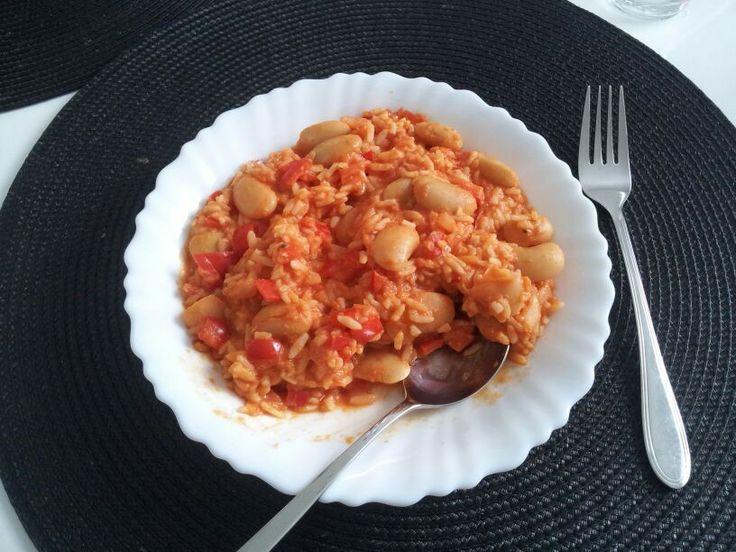 Riso messicano (passata di pomodoro, peperoni, fagioli, un po' di curry)