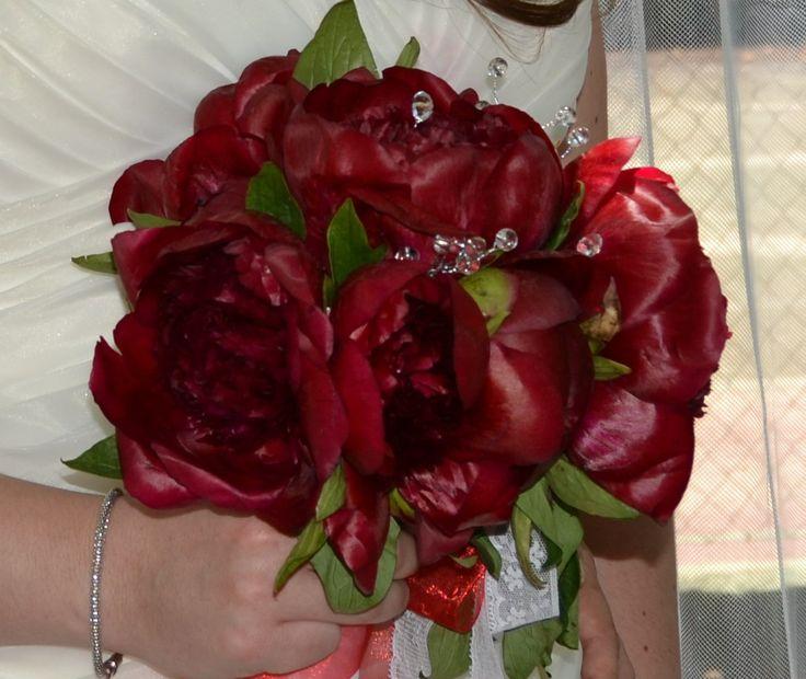 PEONIAS ROJAS.Detalle de mi ramo de novia. Elegí peonías rojas.