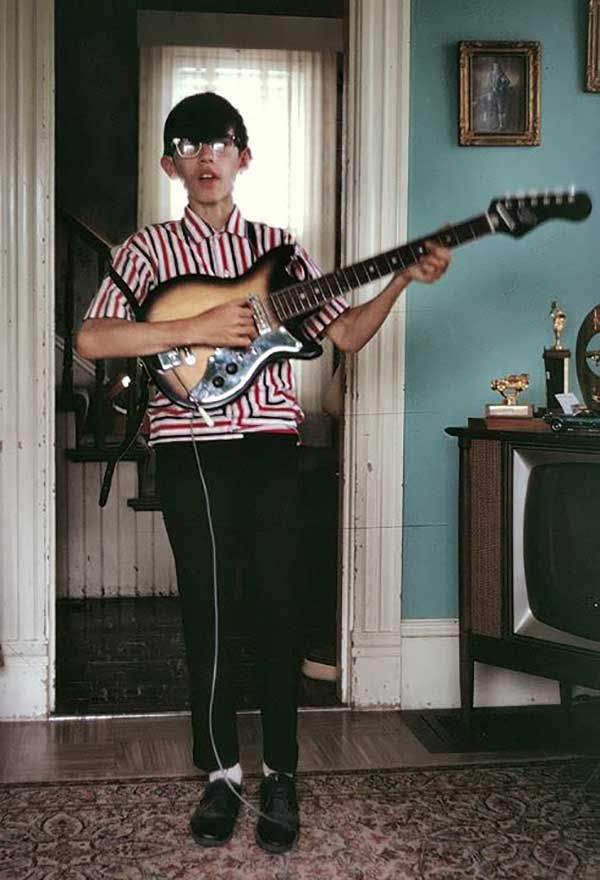 A 15 year old Joey Ramone.