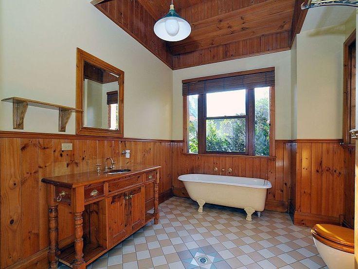 Country bathroom design with claw foot bath using tiles - Bathroom Photo 334327