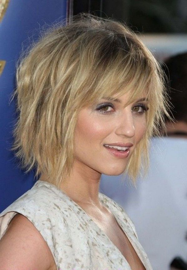 Medium Choppy Hairstyles are The Suitable Hairstyles for Women and Men to Hold Their Short Hair