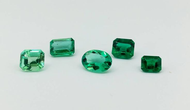 Happy Birthday to all May babies! Emerald is your birthstone, which shape and colour intensity is your favourite?