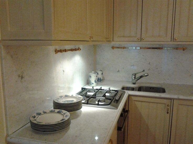 The open kitchen of this delightful gem apartment is complete with all appliances: washing machine, dishwasher, oven.