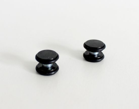Magnetic plugs