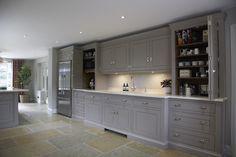 Luxury Bespoke Kitchen, Harpenden, Herts | Humphrey Munson #humpreymunson #handpainted #bespokedesign #islandseating #kitchen #inspiration #ideas #bespoke #luxury #worktop #cupboard #storage