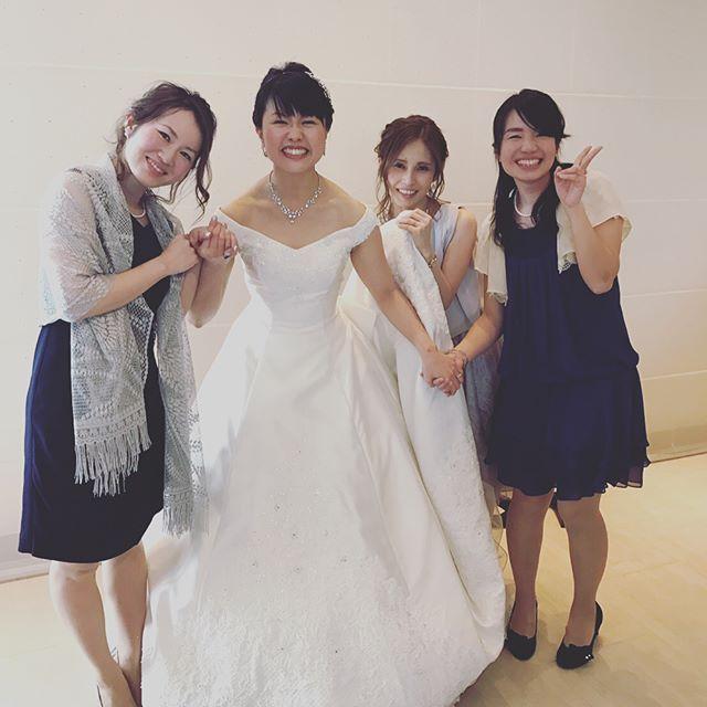 10年来の大切な友達の結婚式💖 挙式は前から3列目を陣取り、お色直しのエスコートをさせてもらい、まるで身内かのような…素敵な楽しい結婚式でした☺️ #結婚式 #アニヴェルセル #結婚おめでとう #ジェンガ #相模 #感動と爆笑 #ネイル #セルフネイル