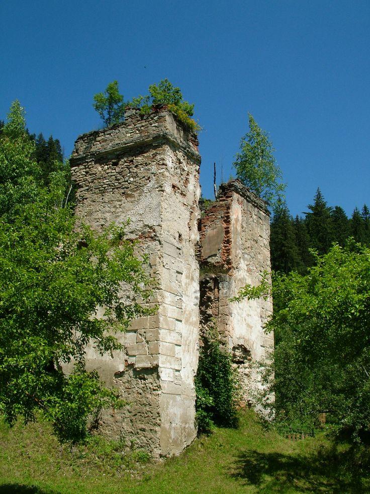 ceahlau - Google Search :Satul Ceahlau Old Castle